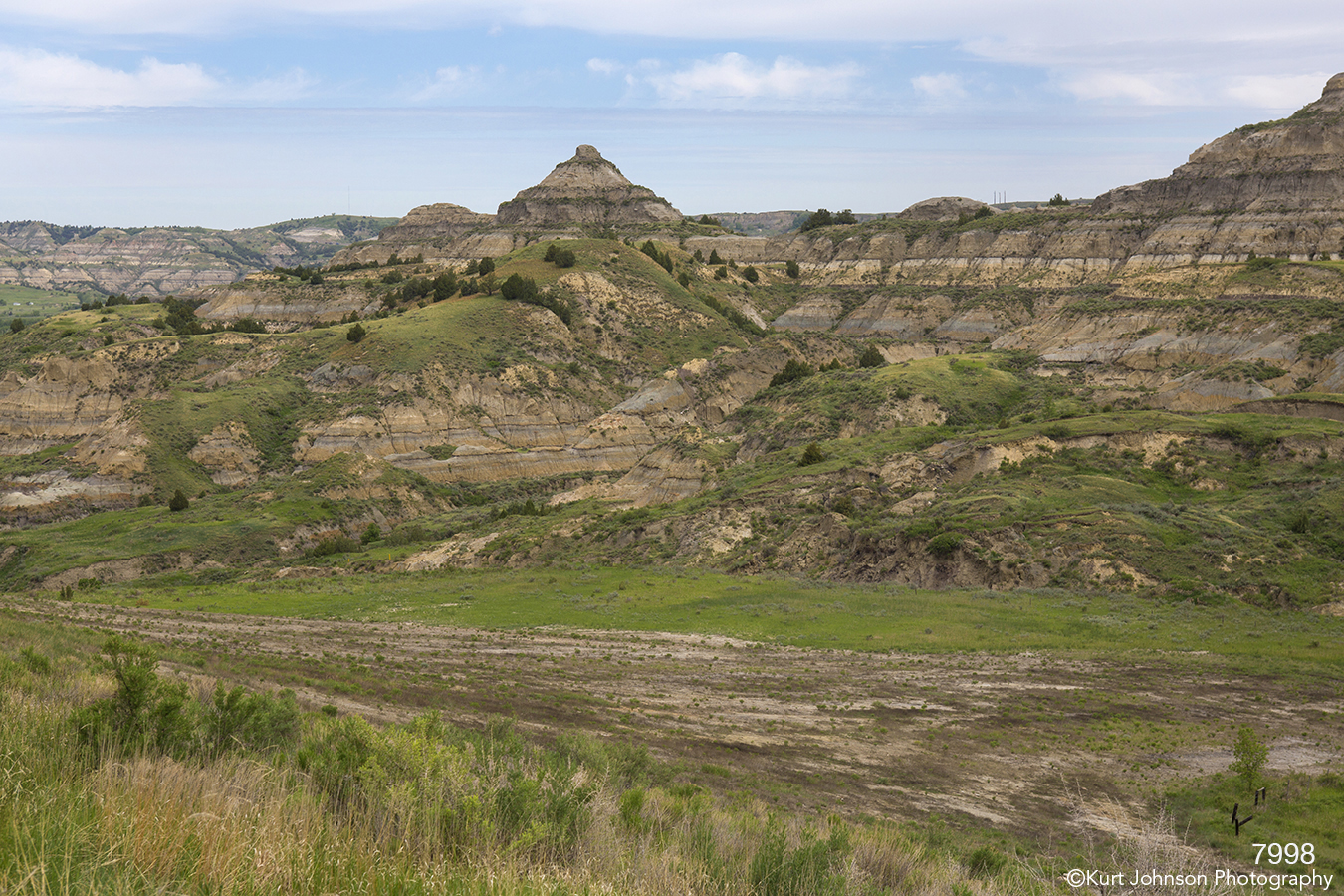 landscape dakota mounts mountains hells green grasses