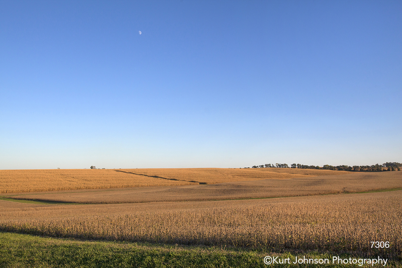 midwest farm field hills country landscape blue sky