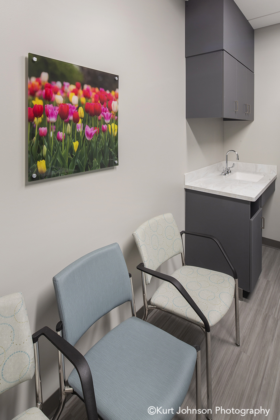 acrylic panel install healthcare installation tulips flowers botanical CHI St Saint Francis Grand Island Nebraska clinic cancer treatment patient room