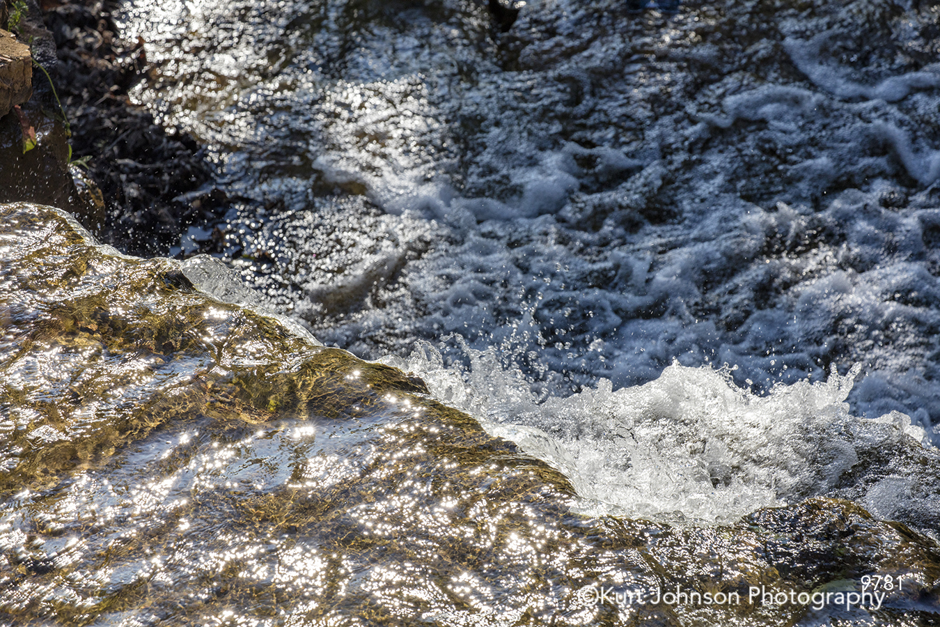 blue water waves rocks stone beach shore ocean river stream texture waterscape