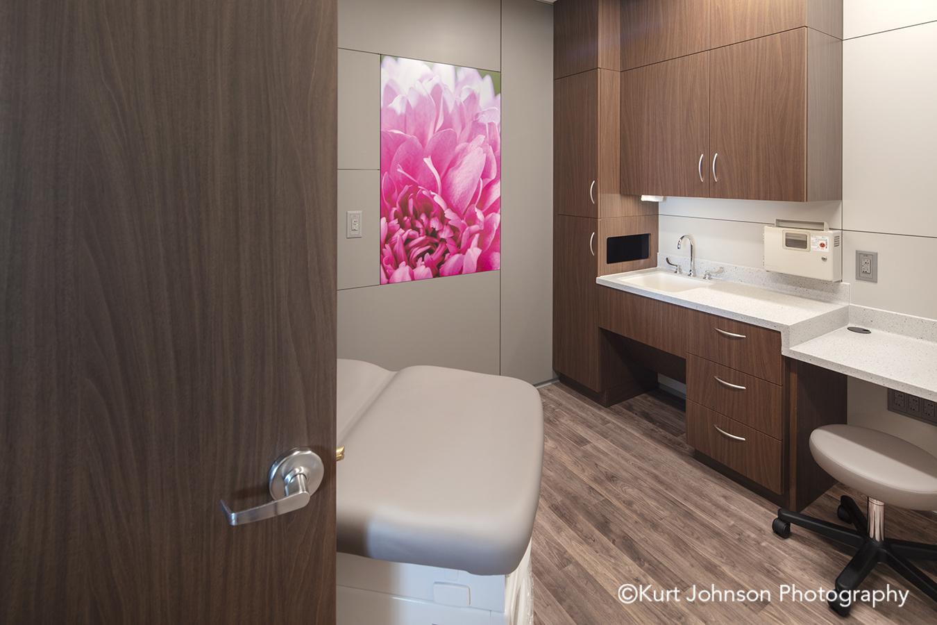 pink flower methodist physicians clinic elkhorn nebraska best care patient room DIRTT environmental solutions wall art install installation AOI